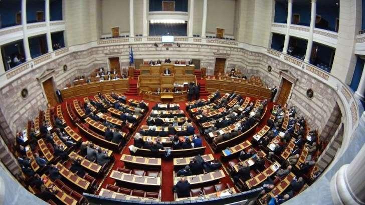 Αναβάλλεται η συζήτηση στη Βουλή για το κοινωνικό μέρισμα